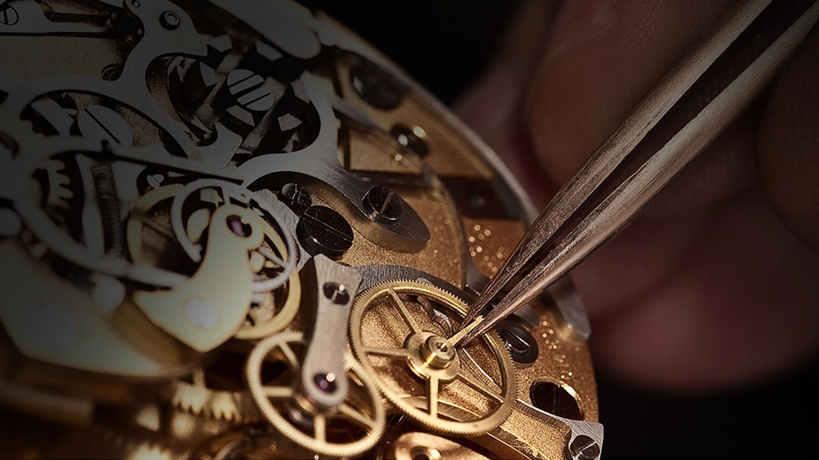 Если ваши часы по какой-либо причине они вышли из строя - наши мастера-часовщики помогут вернуть к жизни ваши часы, отремонтируют механизм, восстановят циферблат и т.д.